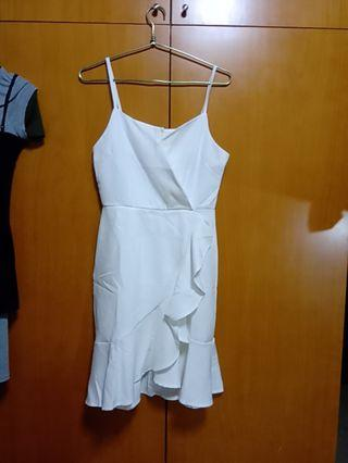 (BNWT)White ruffled lotus leaf v neck Dress