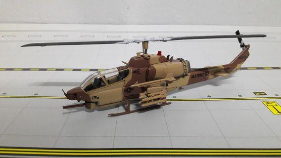 1/72 DIECAST HELICOPTER AH-1Z VIPER