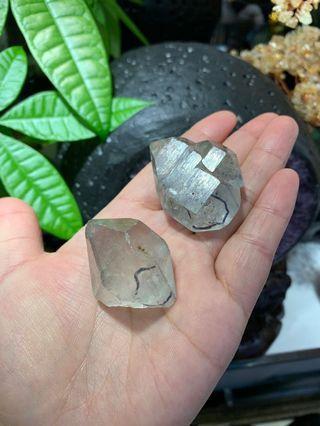 閃靈鑽 有可移動水膽👍純天然原礦 單顆$250