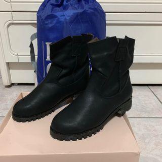 🚚 簡約黑色軟皮中筒軍靴黑靴