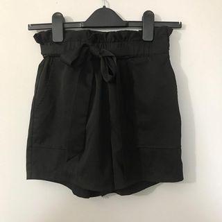 M boutique tie up shorts