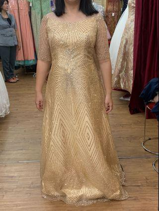 gaun pesta warna gold . Sparkling cocok untuk pesta di gedung