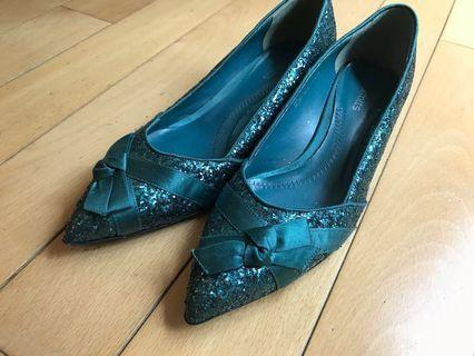 🈹️80%new 英國Barratts閃片矮踭鞋sparkly heels