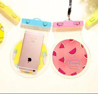 🚚 Waterproof pouch / holder / case for your mobile phone
