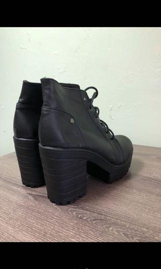 厚底高跟繫帶短靴
