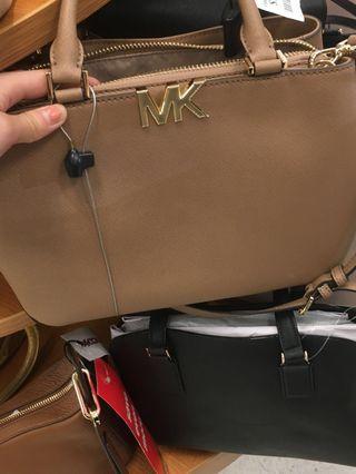Po Usa Michael Kors brown logo bag