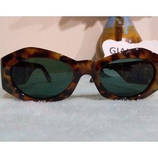 Pre owned authentic Gianni Versace sunglass