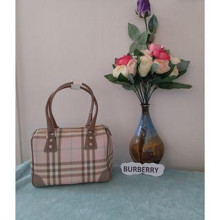 Pre owned authentic Burberry London