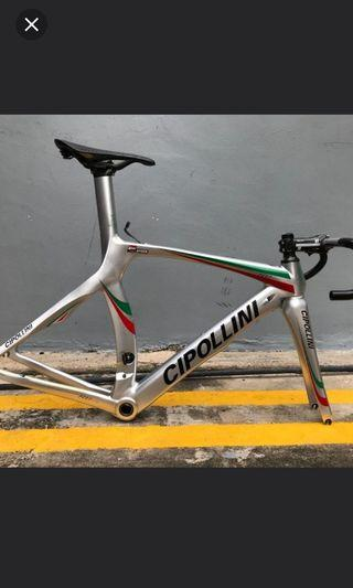 Cipollini RB1000 frame. Condition 9/10. Not F8 / F10 / Sworks / TREK or Canyon.