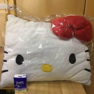 🈹特賣Hello Kitty枕頭咕𠱸