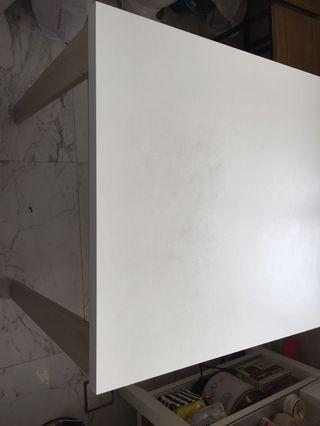 🚚 Expandable dining table