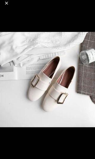 珍珠色平底休閒鞋