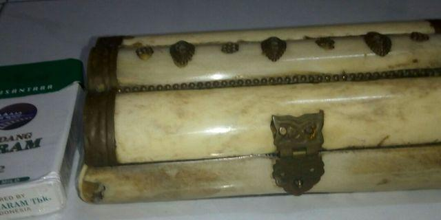 Antique accessories bone box