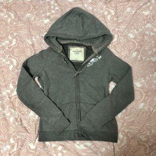 🚚 [義賣]A&F M 加拿大帶回 灰色連帽外套 所得將捐給台東阿尼色佛兒童之家