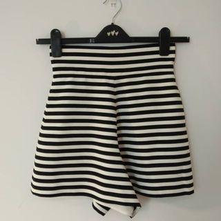 PATINYO Stripes White & Black Short