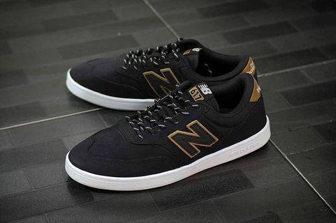 New Balance 617 (Black)