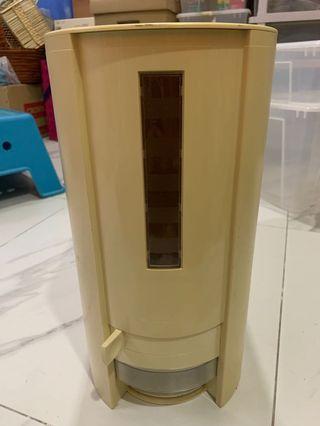 Tupperware rice dispenser for 10kg