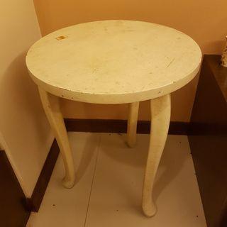 3 legged wooden table