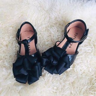 🚚 二手只穿一次幾乎全新女童女寶寶春夏季花朵皮鞋皮涼鞋公主鞋軟底好穿好走魔鬼氈