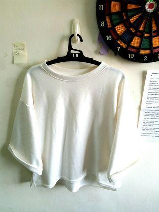 🚚 春天可 白色寬袖蝙蝠袖 前短後長 棉T
