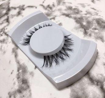 Natural and dramatic fake eyelash