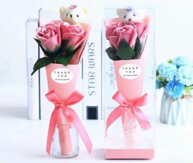 少量現貨🌹🐻小熊香皂味 3 朵玫瑰花束  飾物 母親節禮物 BEAR SOAP 3 ROSES FLOWERS BOUQUET WHITE VALENTINES EASTER MOTHER'S DAY GIFTS