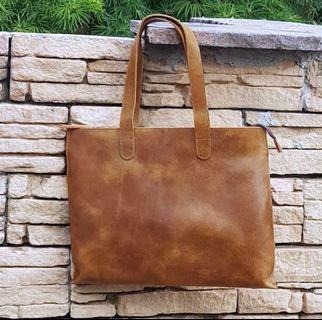 🚚 ♥️ Brown Leather Tote Bag