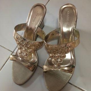 Gold wedges sandal