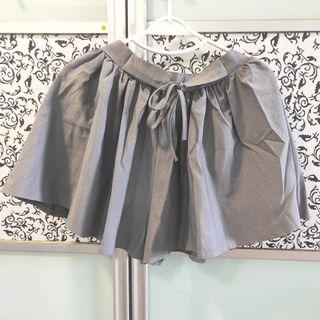 🚚 BNWT Grey Shorts with Elastic Waistband // Skirt // Skorts