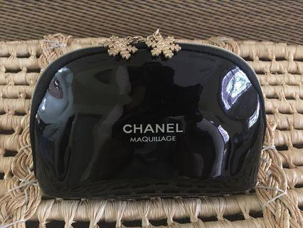 Ready stock: (Medium) Chanel Maquillage Glossy double winter flower zipper head Complimentary pouch