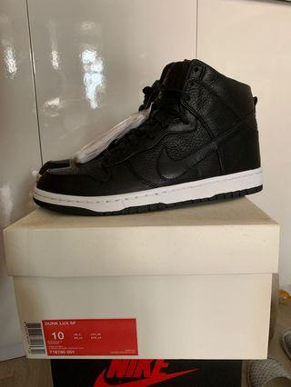 Nike LUX Dunk SB US10 Brand New (not supreme Jordan NBA)