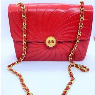 Vintage Chanel紅色羊皮螺旋紋圓形立體鈕扣chain bag