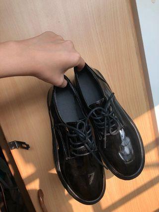 🚚 亮面厚底鞋