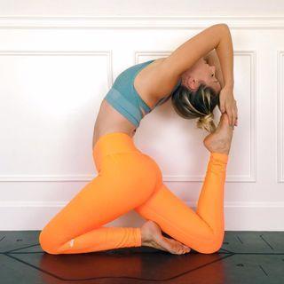 BNWT Alo Yoga Neon Lily Airbrush Legging