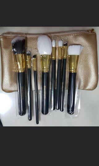 Skinstore US Full Set of 8 Makeup Brushes For Face And Eyes Blusher Powder Eyeshadow Eyeliner Angled Brush Liquid Foundation Bronzer Highlighter With Gold Zip Pouch!