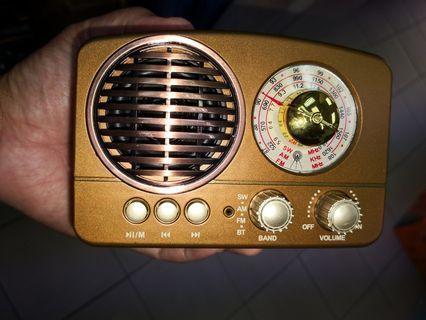 Vintage design/style Wooden radio