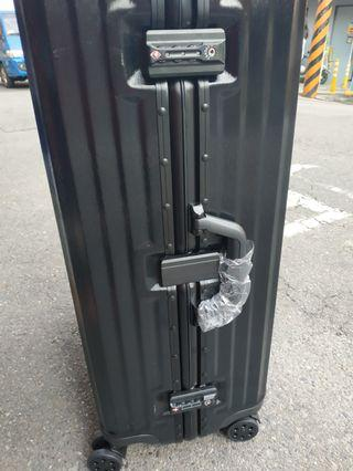 29吋鋁框行李箱,限板橋區江子翠捷運站五號出口自取
