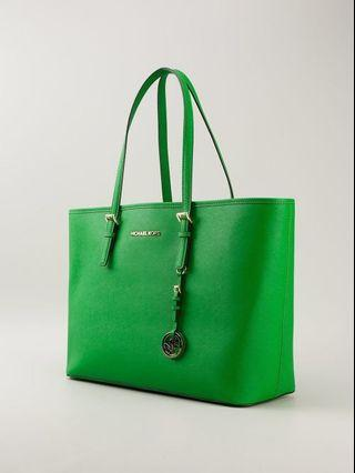 🚚 Michael Kors Jet Set Saffiano Travel Tote in Palm Green