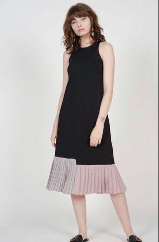 Contrast Pleated Dress in Black