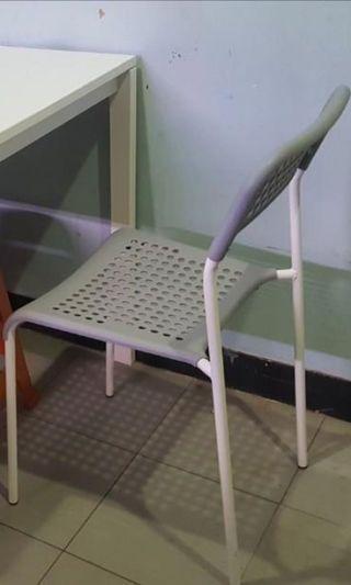 Ikea 灰色椅子