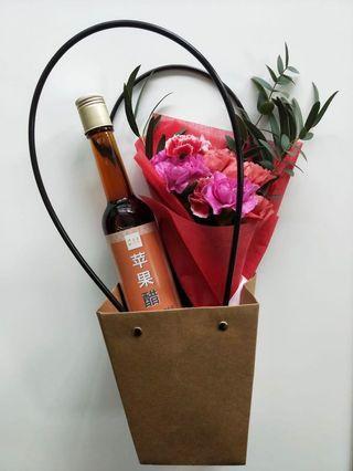 🚚 FREE DELIVERY Mother's Day Fresh Carnation Bouquet + Apple Cider Vinegar