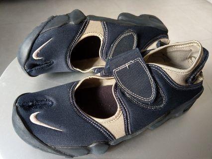 NIKE 武士款鞋(Navy-軍藍色)送原裝襪一對