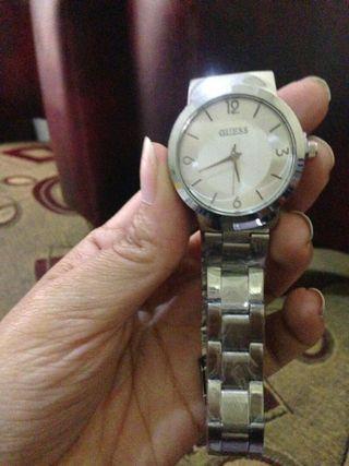 Jam baru Guess premium