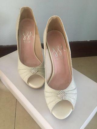 White wedding or raya heels #Gayaraya