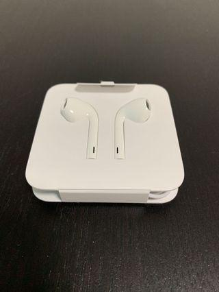 🚚 Apple Earpods with lightning connector