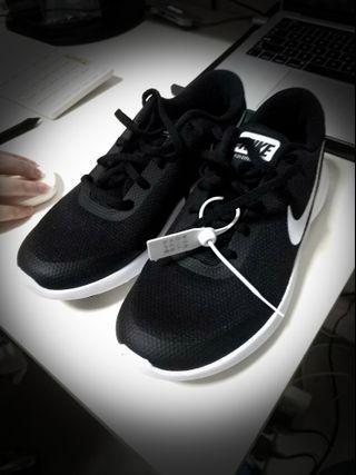 **Brand NEW Woman Nike running Shoes-FLEX EX PERIENCE RN7**