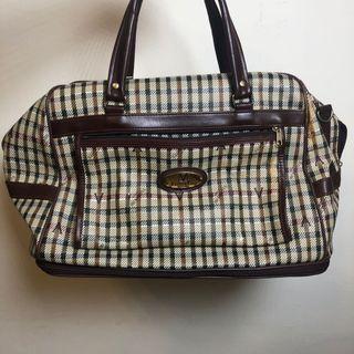 格紋行李袋