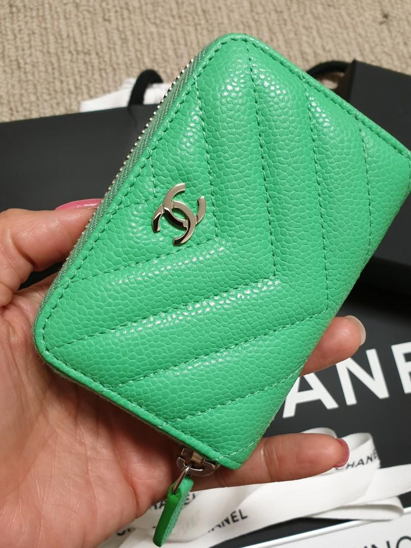 💚19C Chanel Green Chevron Zippy Card Holder XL with Backpocket in Caviar Leather