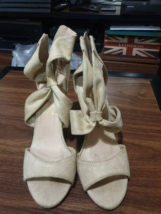 So fab nude heels