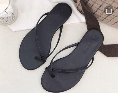 🚚 Black Sandals